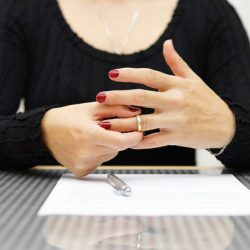 Comment divorcer sans avocat ?